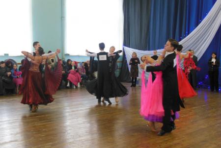 В Луганске прошел открытый турнир по спортивным бальным танцам