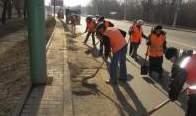 Сотрудники «ЭЛУА» ремонтируют дороги, используя брусчатку и шлак