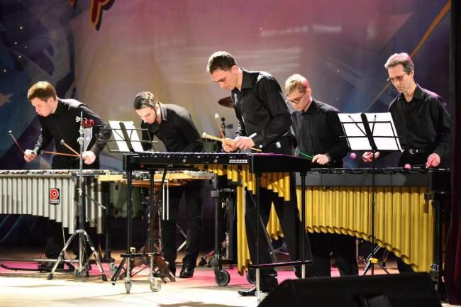 Живая музыка открывает второе дыхание у жителей Луганска