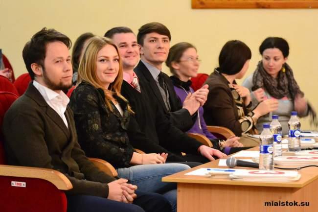 Студенты-КВНщики подняли настроение жителям Луганска