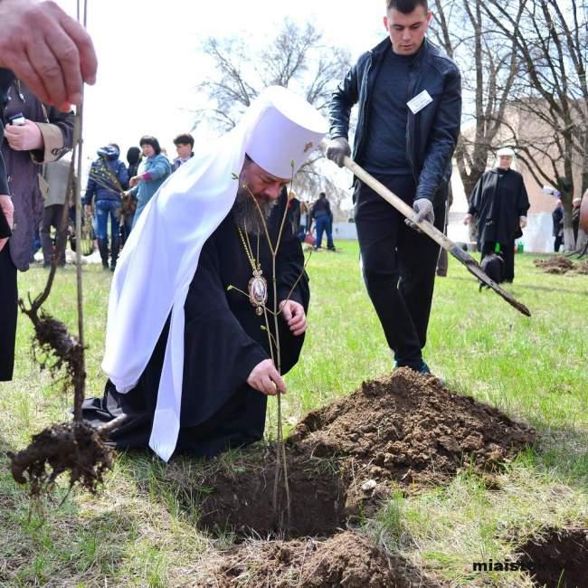 В Луганске появилась Аллея Славы в честь 70-летия победы