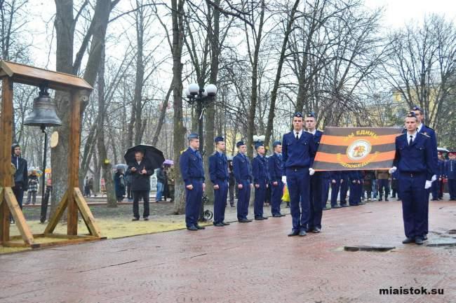 Кадеты и лучшие школьники Луганщины приняли дар от России