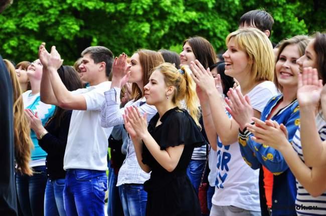День Республики в луганском университете отметили флешмобом