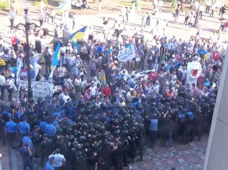 Под стенами Верховной Рады началась стычка между активистами и правоохранителями 17:50 СБУ: задержанные российские военные получат от 15 лет лишения свободы 17:46 В результате обстрела Авдеевки ранили женщину