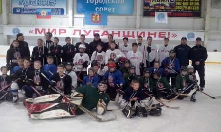Соревнования по хоккею «Золотая шайба» прошли на Ледовой арене