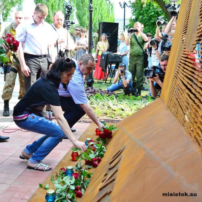 В Луганске установили памятный знак в честь жертв авианалёта