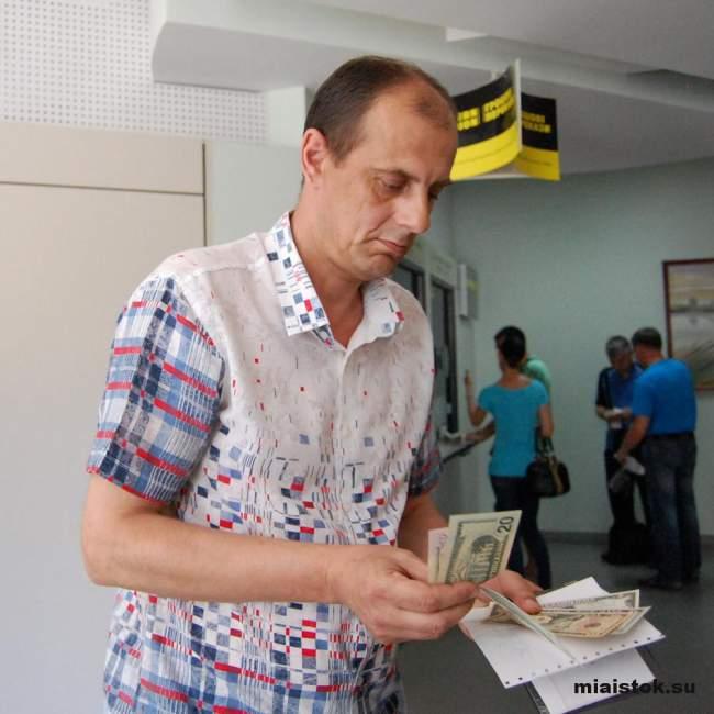 Пенсионеры Луганска получают пенсию в долларах