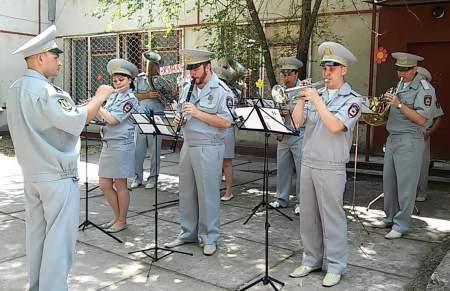 Праздник живой музыки устроили для посетителей детского лагеря «Изумрудный город»