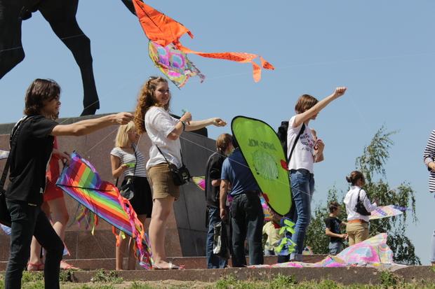 Более 50 воздушных змеев взмыло в небо над Луганском (ФОТО)