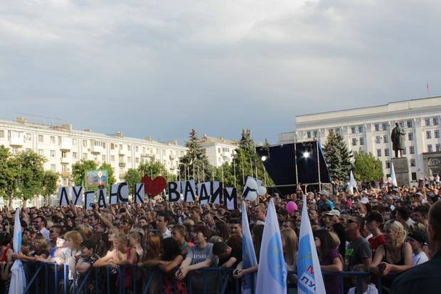 Вадим Самойлов выступил в Луганске с хитами «Агаты Кристи» (ФОТО)