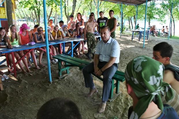 Участники молодежного форума в ЛНР станут со временем элитой Республики — Никитин (ФОТО)