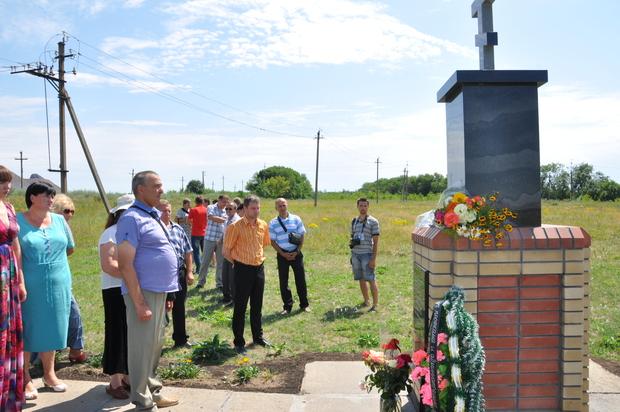 Камень на месте будущего памятника жертвам киевских силовиков установили в Червонопартизанске