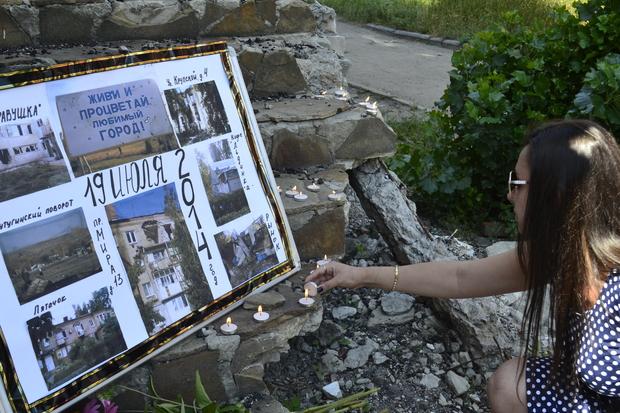 Память земляков, погибших во время боевых действий летом 2014 года, почтили в Лутугино (ФОТО)