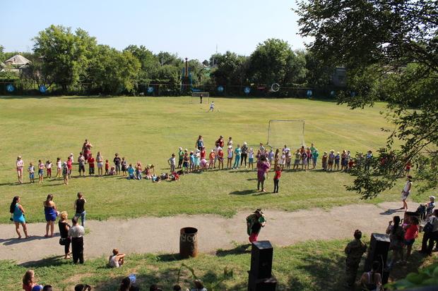 Московские артисты провели концертно-развлекательную программу для детей из детских домов Луганска (ФОТО)