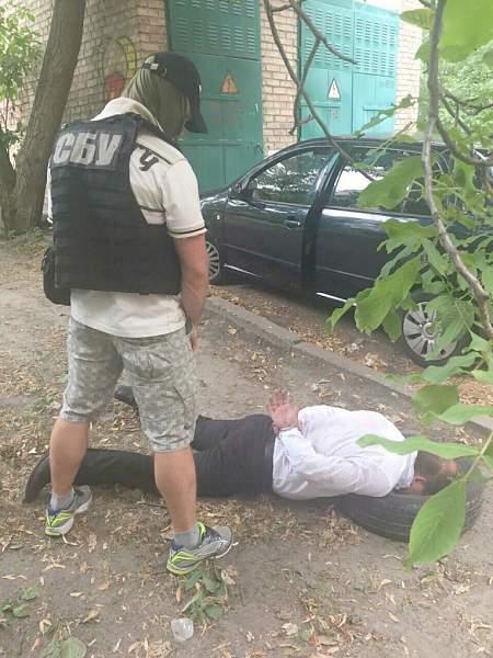 Прокурора Киевской области задержали за сбыт наркотиков 19:45 Террористы обстреляли из запрещенного оружия Светлодарск, Лозовое и Санжаровку
