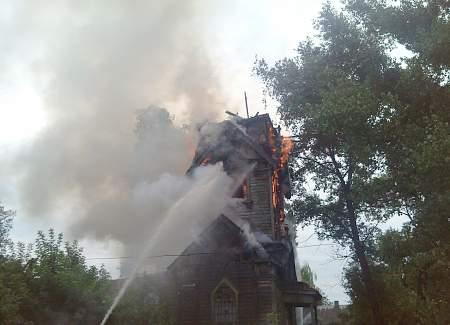 В Сумской области от удара молнии загорелась церковь 08:35 За минувшие сутки на дорогах Украины погибло 14 человек