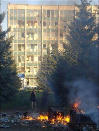 Минута молчания прошла в Красном Луче в годовщину бомбардировок города авиацией ВСУ