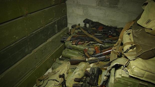 Полиция ЛНР обнаружила более 40 тысяч единиц оружия и боеприпасов в Перевальском районе (ФОТО)