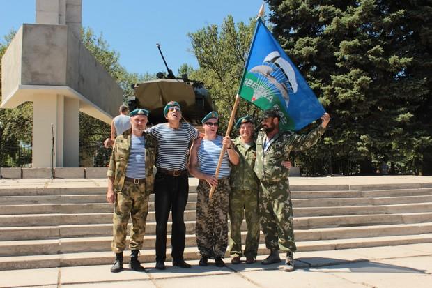 Мемориал десантникам, погибшим при обороне ЛНР, открыли в центре Луганска (ФОТО)