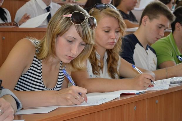Первые 18 первокурсников пополнили ряды студентов Луганского медуниверситета