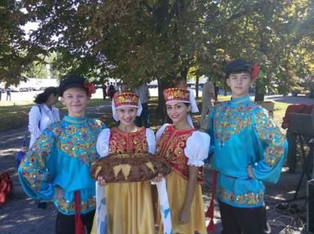 В Луганске состоялся митинг, посвященный годовщине прибытия первого гумконвоя МЧС РФ