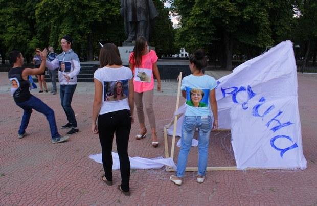 Луганская молодежь «по-своему» поздравила Украину с Днем независимости (ФОТО)