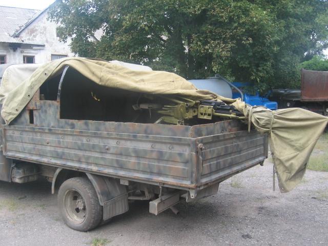 В Брянке обнаружен склад оружия (фото)