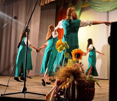 Лутугинцы отметили окончание жатвы, отпраздновав «обжинки» (ФОТО)