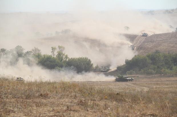 Народная милиция ЛНР проводит учения, чтобы быть готовой отразить агрессию – Плотницкий (ФОТО)