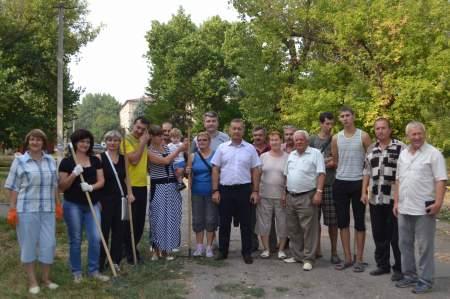 На общегородской субботник вышли более 50 тысяч луганчан (фото)