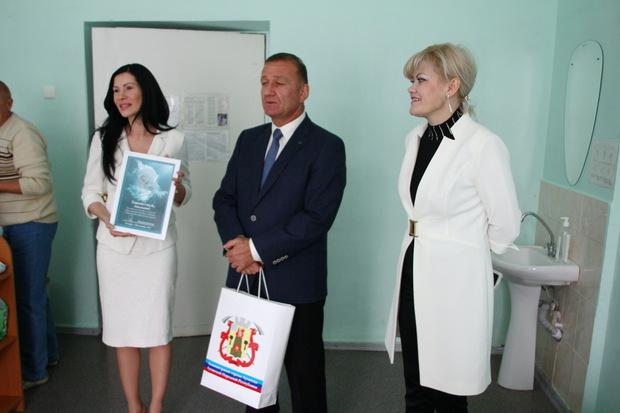 Первая леди ЛНР посетила роддома Луганска, где в День города появились на свет 20 детей (ФОТО)