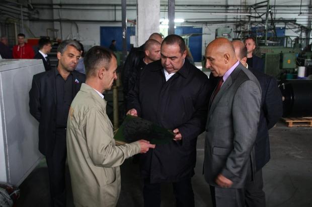 Глава ЛНР посетил завод «Полипласт», заработавший после года восстановительных работ (ФОТО)