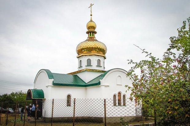 Владыка Митрофан освятил первый восстановленный после обстрелов храм (ФОТО)
