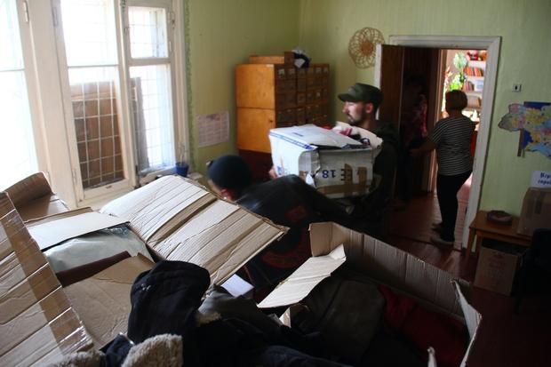 «Ночные волки» доставили теплые вещи для детей прифронтового Зоринска (ФОТО)