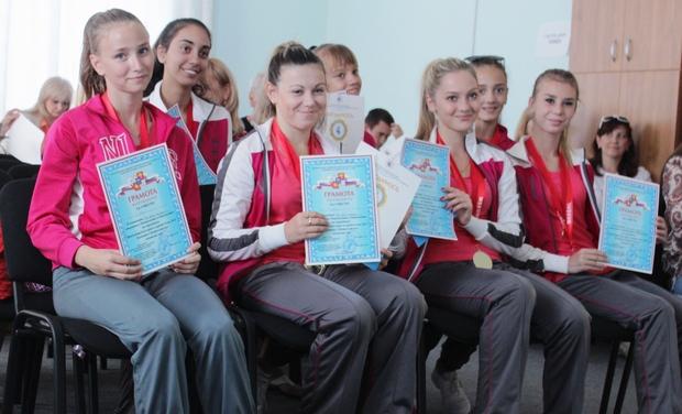 Команда ЛНР по чирлидингу привезла золотые медали с чемпионата в Сочи (ФОТО)