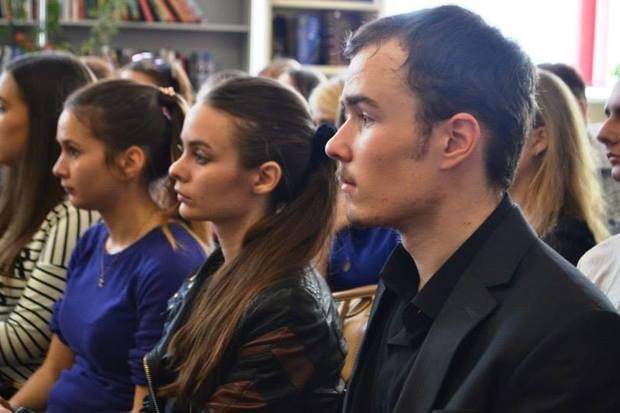 Луганские ценители поэзии отметили 120-летие со дня рождения Есенина (ФОТО)