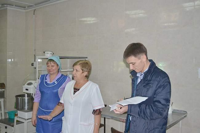 Представители Молодежного совета Федерации профсоюзов ЛНР проверили соблюдение норм охраны труда в Республиканском госпитале ветеранов