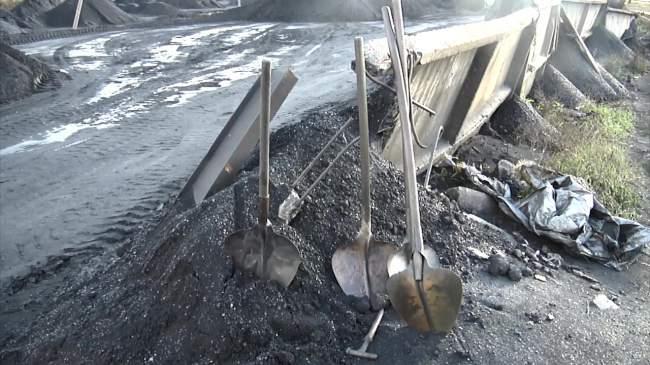 Луганские полицейские пресекли незаконную продажу угля в Украину(фото)
