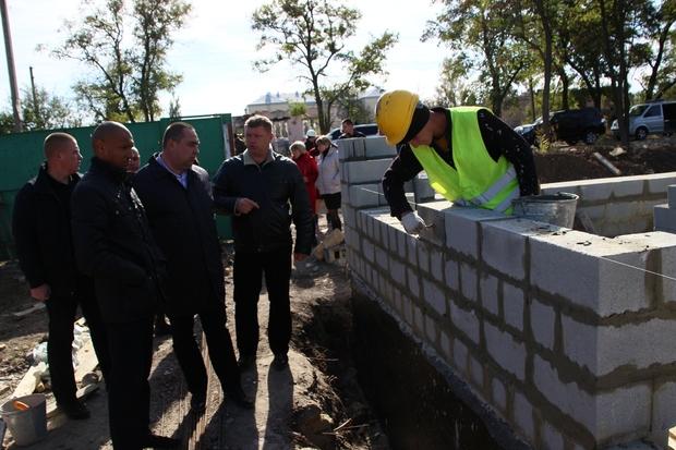 Глава ЛНР ознакомился с реализацией программы «100 домов» в Новосветловке и Хрящеватом (ФОТО)