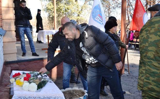 Мемориальные доски в память о воинах-ополченцах открыты в Лутугинском районе
