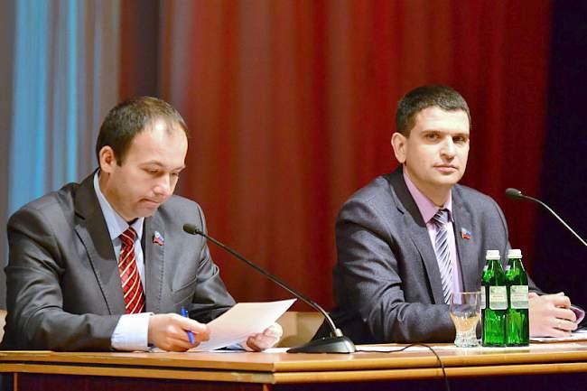 В Луганске прошел семинар, посвящённый интеграции ЛНР в Россию. На фото Акимов и Коваль.