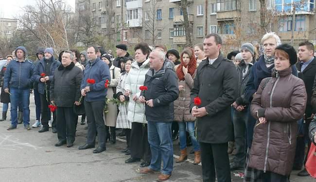 Свеча памяти: в поддержку народа Франции в Луганске (фото)