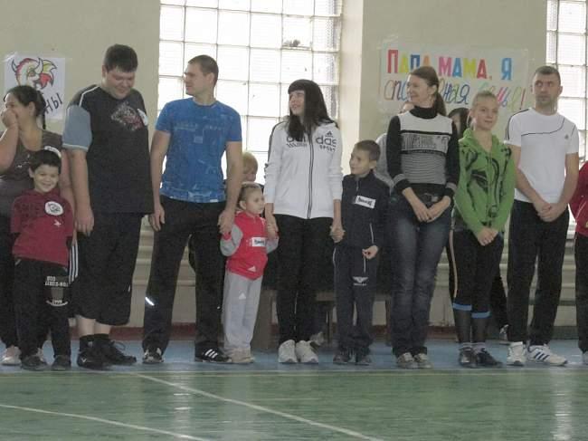 В  спортивном зале строительного колледжа состоялся праздник «Папа, мама, я – спортивная семья» (фото)