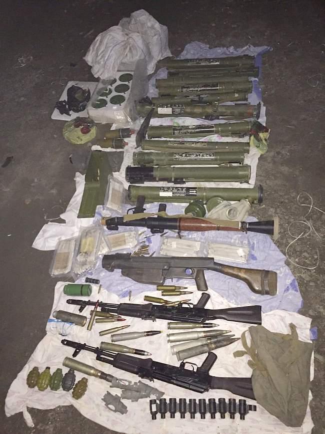 """Каменнобродской прокуратурой выявлен """"схрон"""" большого количества оружия и боеприпасов"""