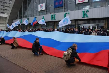 Акцию «Чемодан, вокзал, дрезина, ты нас слышишь, Украина?»
