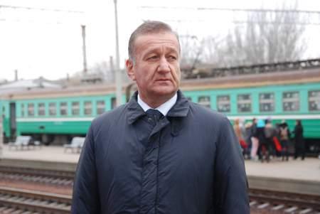 Акцию «Чемодан, вокзал, дрезина, ты нас слышишь, Украина?» провели на перроне ЖД вокзала
