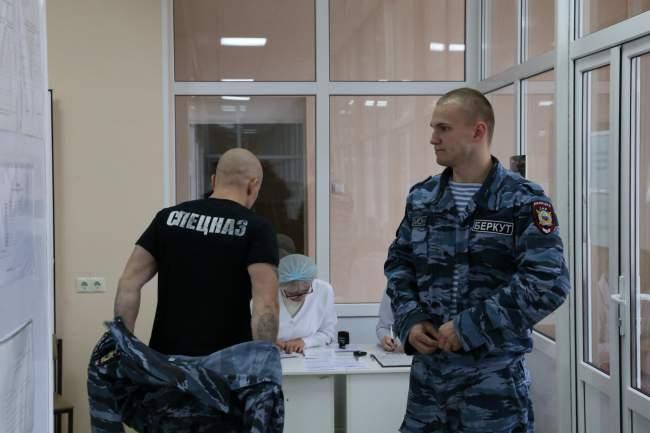 Курсанты училища первоначальной подготовки сотрудников полиции при ЛАВД им. Э. А. Дидоренко приняли участие в акции по сдаче донорской крови.