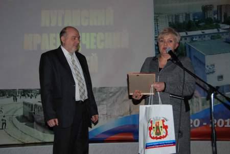 Экспозиция выставки «Сохраняя время» посвящена 95-летию Луганского краеведческого музея