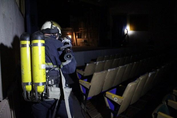 Пожарные МЧС ЛНР провели тактические учения по тушению пожара в Луганском театре кукол (ФОТО)