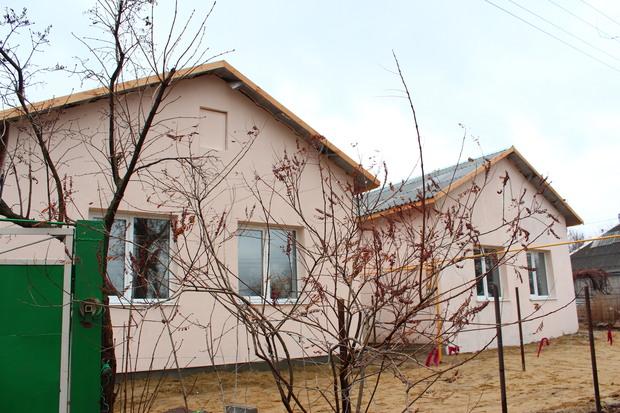 Глава Совмина вручил жителям Хрящеватого ключи от первых пяти из «100 домов» (ФОТО)